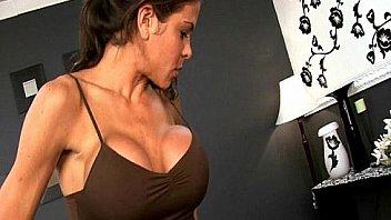 Женщины членозаменителем чпокают переодетых в телок мужиков раком
