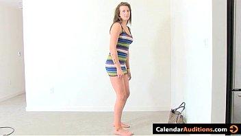 Сочная учительница облизывает фаллос юного первокурсника на квартире