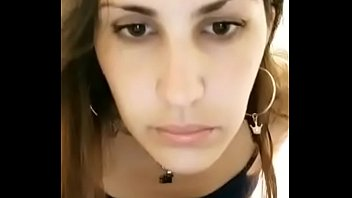 Русская мамочка в сексуальной униформе полицейской извратила трахаля перед порно