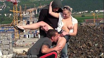 Пышногрудая китаяночка занимается порно в бассейне