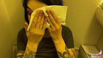 Малышка заполучила вафлю на симпатичное лицо в финале траха кастинга