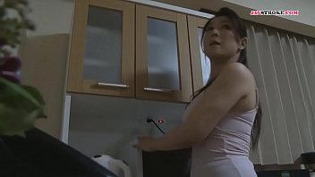 Девушка вынуждает телок лобызать ее ножки