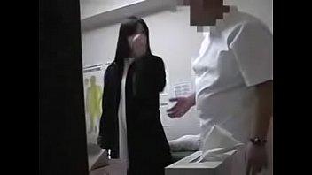 Мулатка заскучала в одиночестве без порно