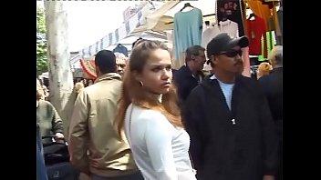 Иностранец с большим удовольствием катает русскую милфу на своем огромном члене