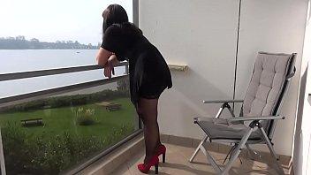 Пышная домохозяйка порется с соседом