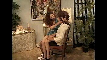 Рыжая девушка с отличными сиськами и волосатой дырочкой трахается с парнем на диванчике покуда муж на работе