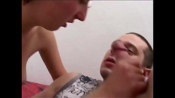 Ебарь пердолит в вагину пышногрудую брюнетку в спальне